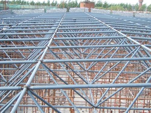 多层轻型钢结构     多层轻型钢结构的结构形式为多层多跨框
